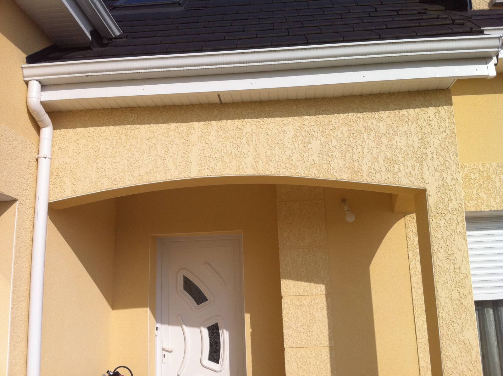Pose Enduit De Facade Monocouche rénovation d'une façade extérieure avec pose d'un enduit